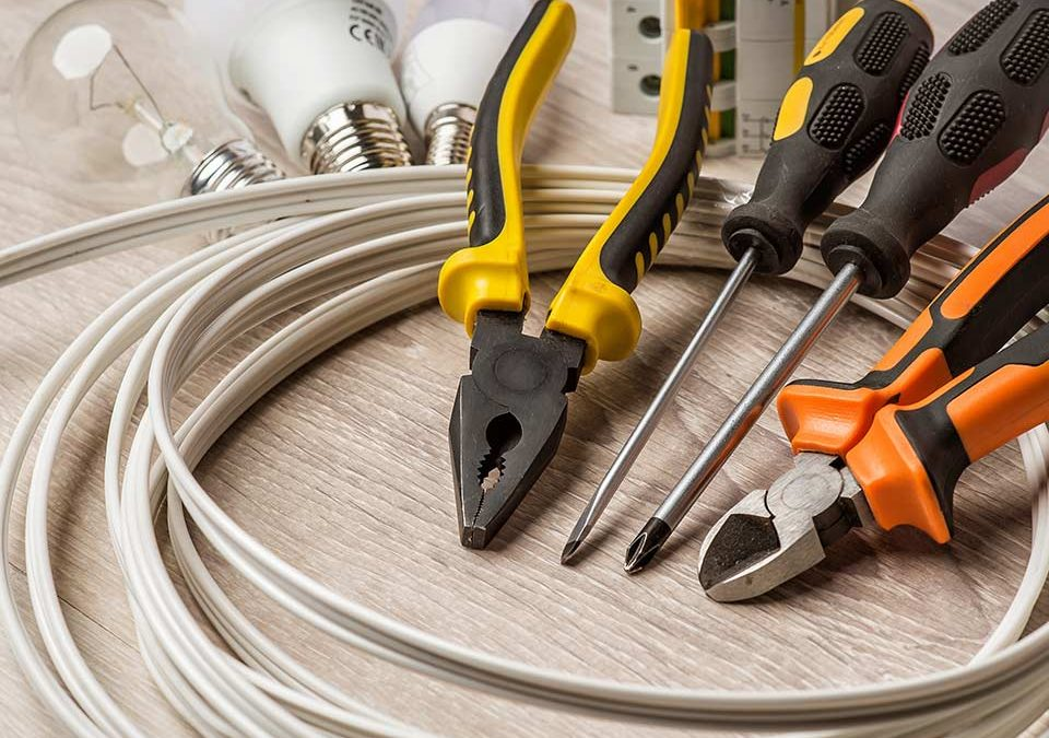 When to Call an Electrician in South Mountain